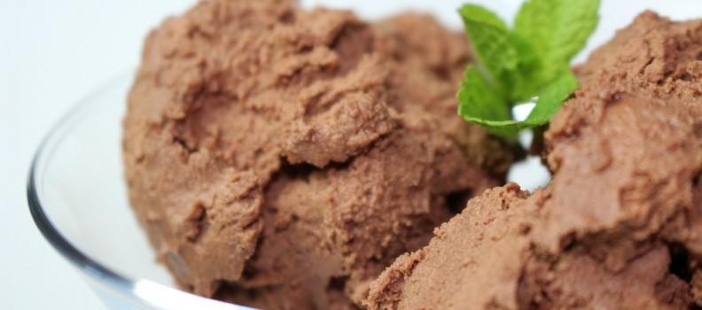 No churn dark chocolate ice cream for a warm summer's day